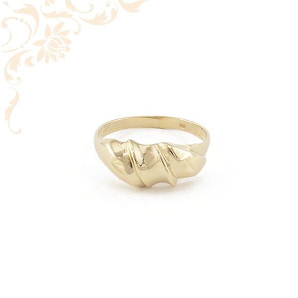 Kiszélesedő fejrészű női arany gyűrű