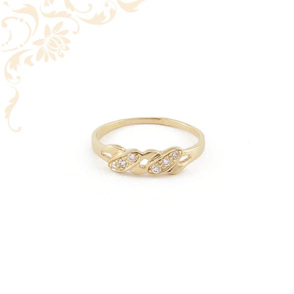 Nagyon mutatós, áttört női arany gyűrű, fehér cirkónia kövekkel ékesítve