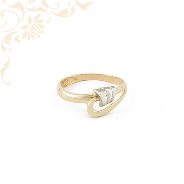 Ródium bevonatos díszítésű női arany gyűrű