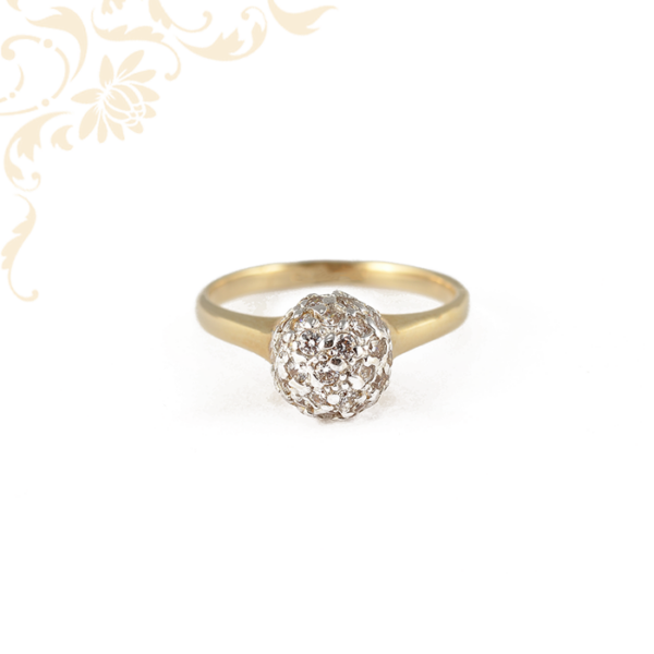 Letisztult formájú, csillogóan fényes, női köves arany gyűrű