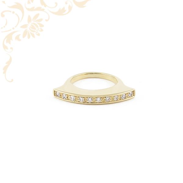Extravagáns, cirkónia kövekkel ékesített női arany gyűrű