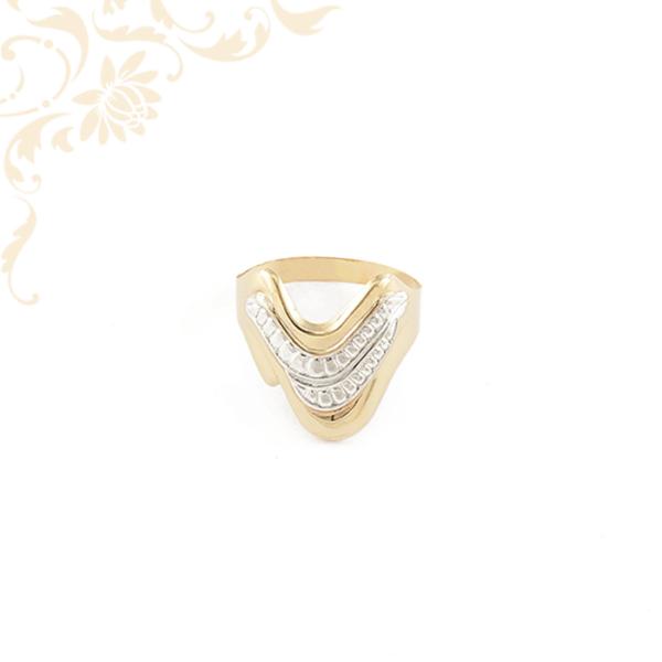 Kis súlyú, préselt női arany gyűrű