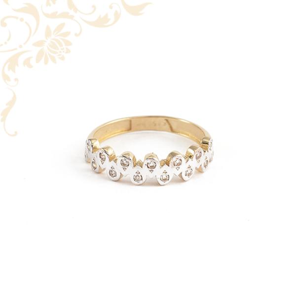 Ródium bevonattal díszített női köves arany gyűrű