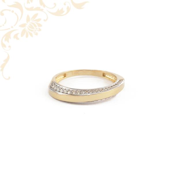 Cirkónia kövekkel díszített női arany gyűrű