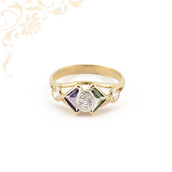 Lila és zöld színű szintetikus,fehér színű cirkónia kövekkel díszített, női köves arany gyűrű
