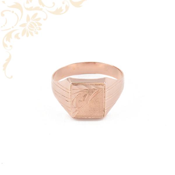 Férfi arany pecsétgyűrű vörös aranyból.