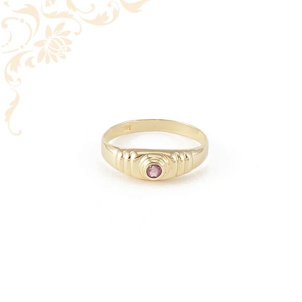 Mályva színű szintetikus kővel ékesített női  arany gyűrű