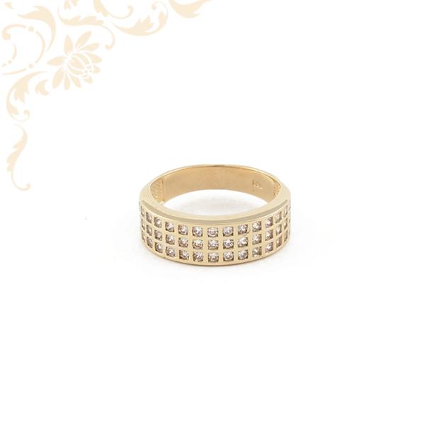 Exkluzív női arany gyűrű cirkónia kövekkel ékesítve.