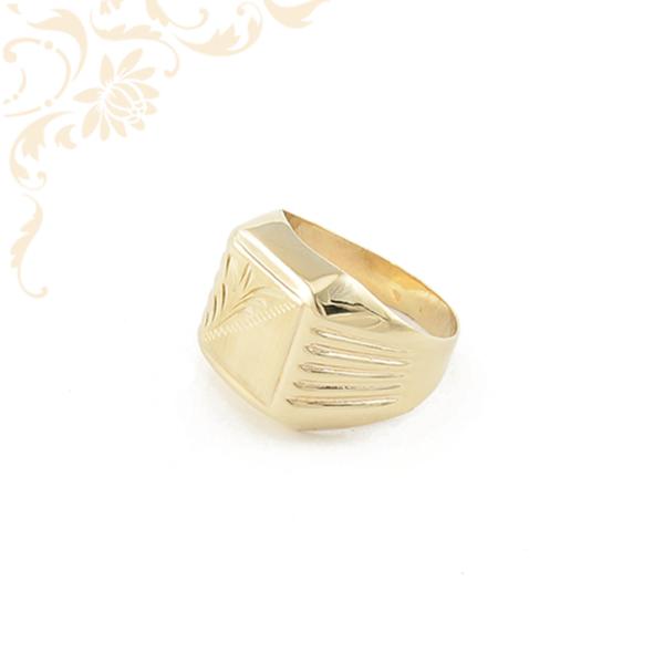 Férfi arany pecsétgyűrű gyémántvésett mintával díszítve