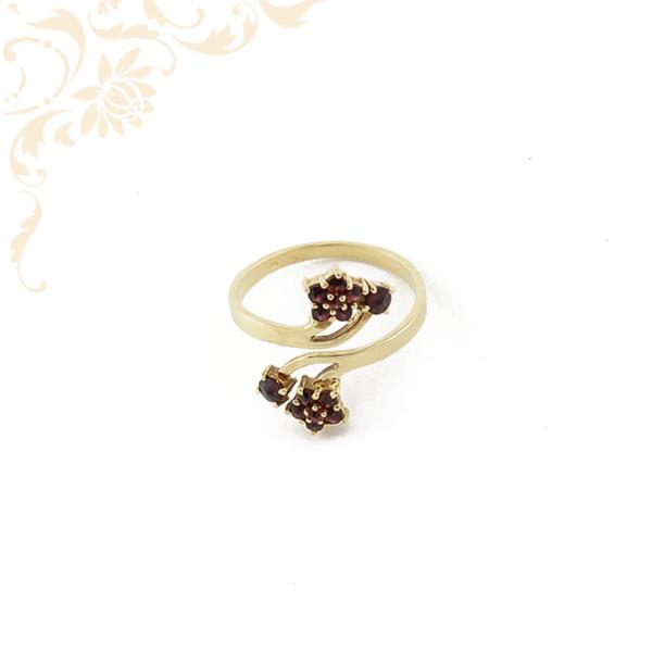 Gránát színű szintetikus kövekkel díszített női arany gyűrű