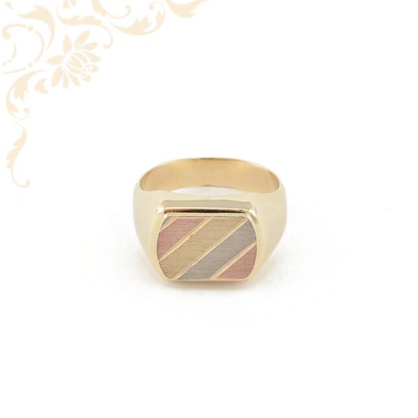 Arany férfi pecsétgyűrű vörös aranyozással díszítve.