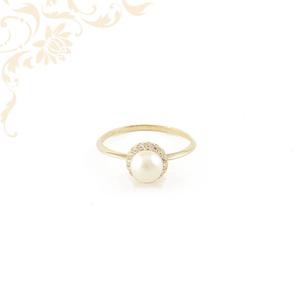 Női arany gyűrű tenyésztett gyönggyel  és cirkónia kövekkel ékesítve