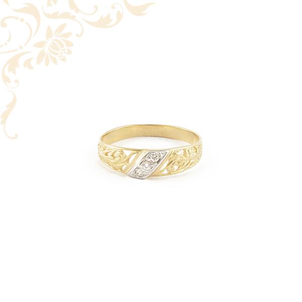 Áttört mintás női köves arany gyűrű, fehér színű cirkónia kővel ékesítve