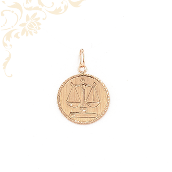 Kör alakú horoszkópos arany medál, melynek közepét mérleg zodiákus jegy díszíti