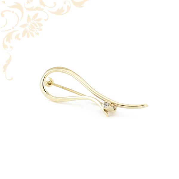 Nagyon szép és igazán mutatós, női köves arany kitűző, melyet hófehér színű cirkónia kő ékesít.