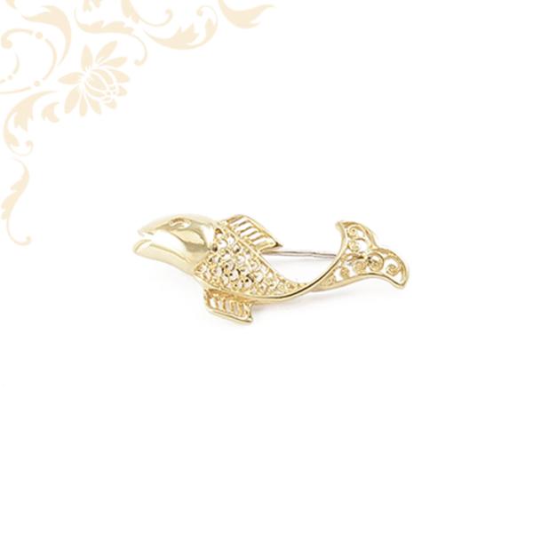Ízléses áttört mintás, hal formájú női arany bross.