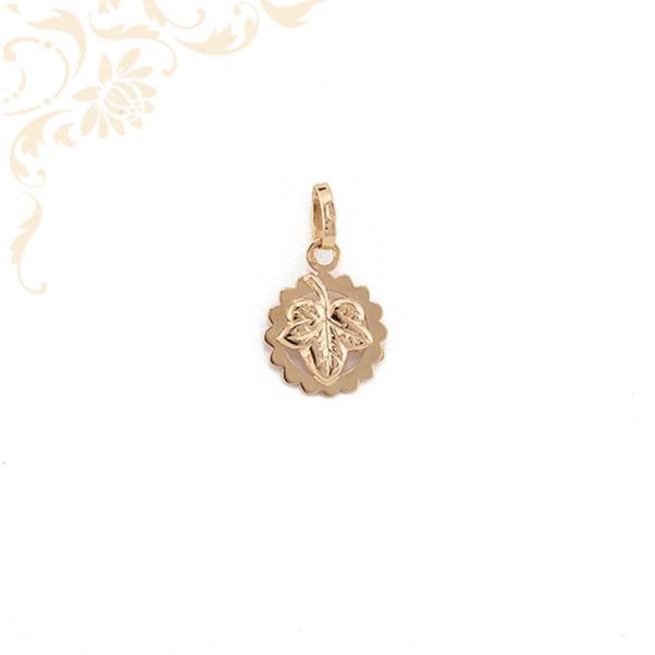 Borostyán levelet stilizáló arany medál