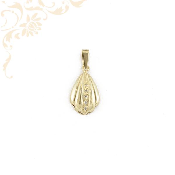Arany kagyló medál cirkónia kövekkel ékesítve