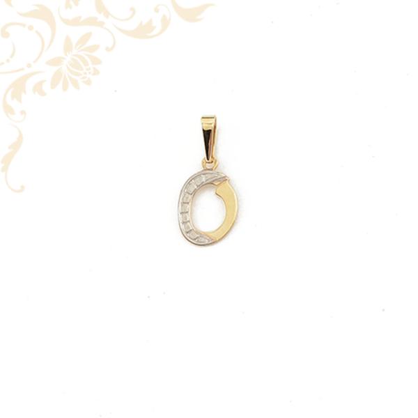 O betűt mintázó arany medál