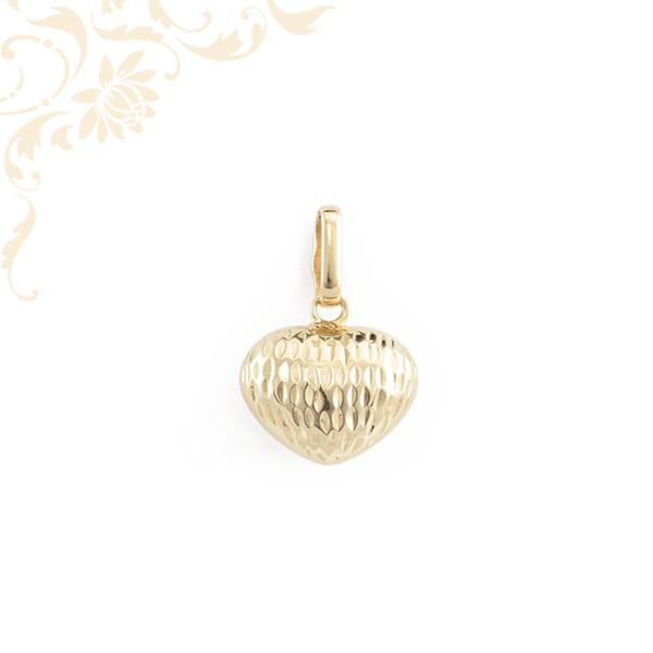 Szív arany medál gyémántvéséssel díszítve