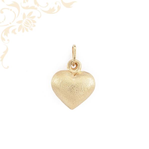 Szív formájú, üreges, gyémántvésett arany medál (3D)