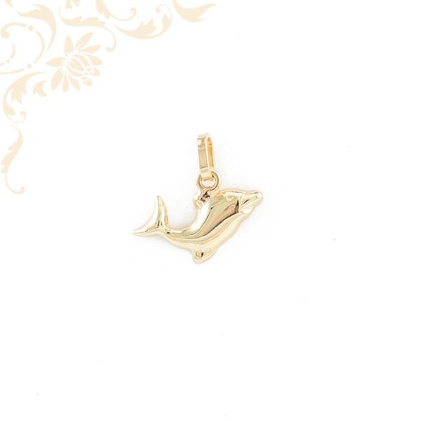 Delfint ábrázoló, üreges arany medál (3D).