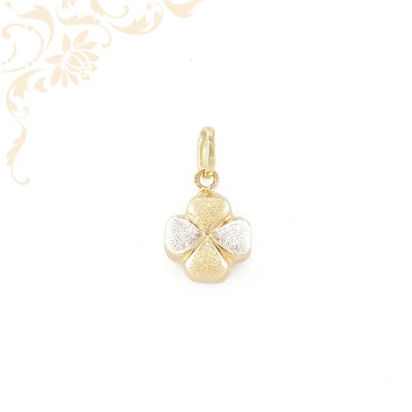 Lóhere formájú, üreges arany medál