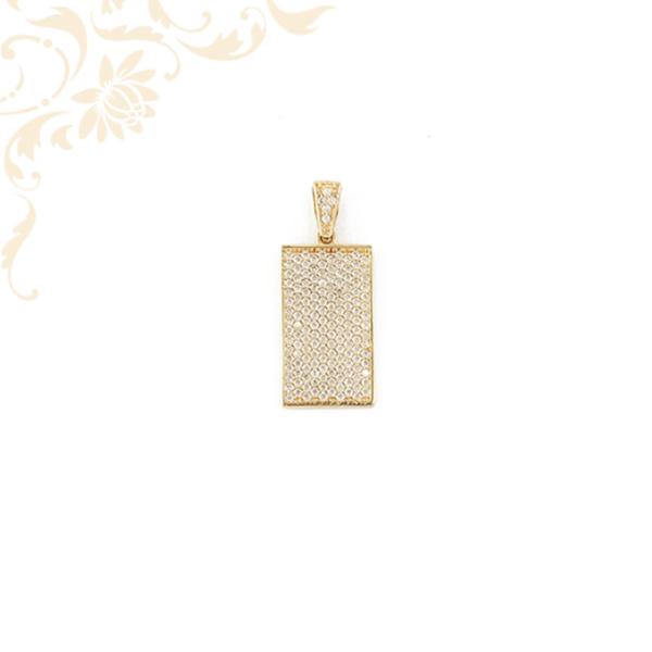 Apró, fehér színű cirkónia kövekkel ékesített arany lapmedál