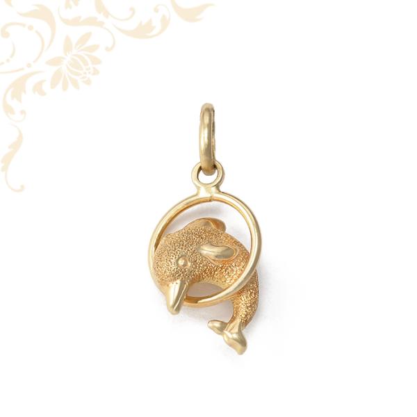 Delfint ábrázoló, üreges, női arany medál