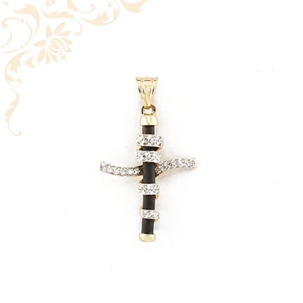 Kaucsukkal kombinált, arany kereszt medál, fehér színű cirkónia kövekkel és ródium bevonattal díszítve.