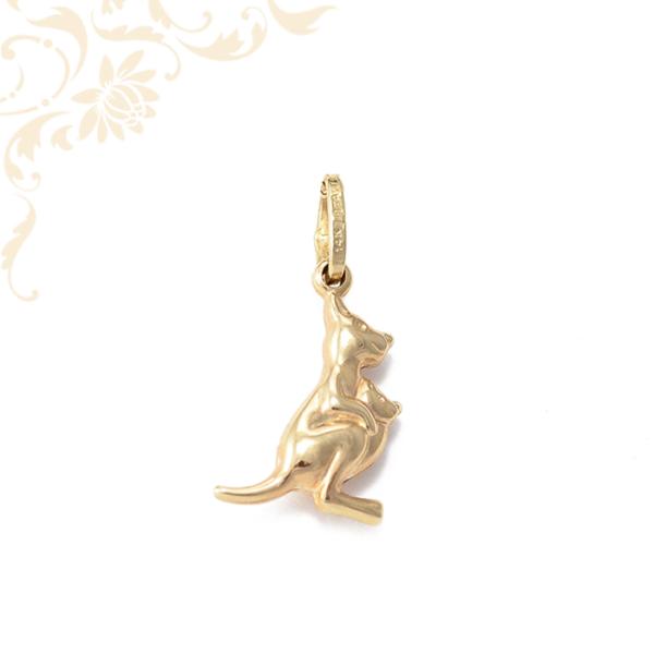 Kangát és Zsebibabát ábrázoló gyermek arany medál