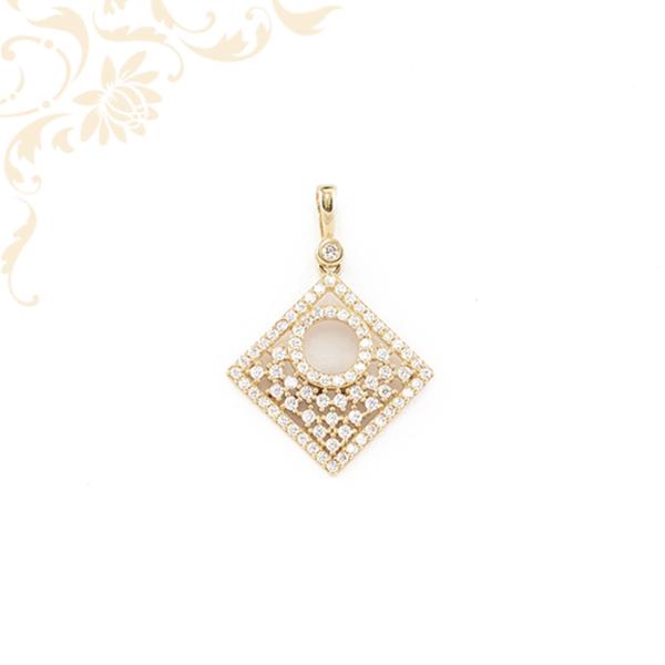 Exkluzív, áttört, fehér színű cirkónia kövekkel ékesített, női köves arany medál