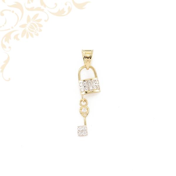 Cirkónia kövekkel díszített, lakat kulccsal arany medál