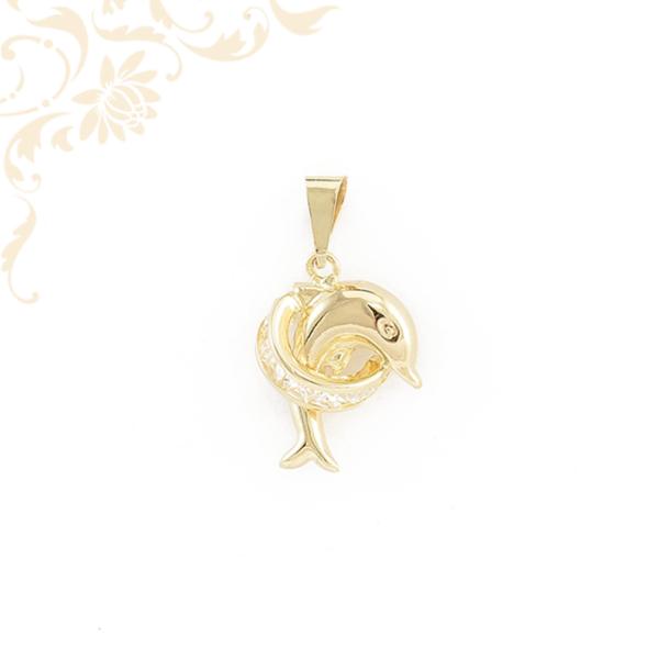 Delfint ábrázoló, fehér színű cirkónia kövekkel díszített arany medál