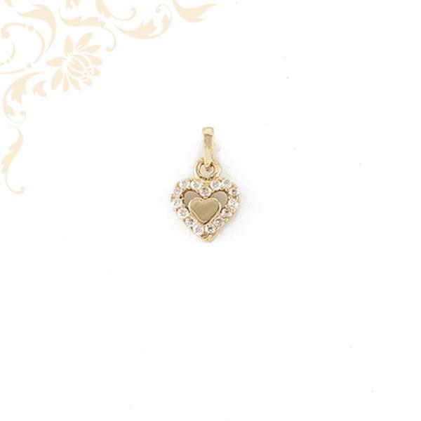 Arany szív medál cirkónia kövekkel ékesítve.