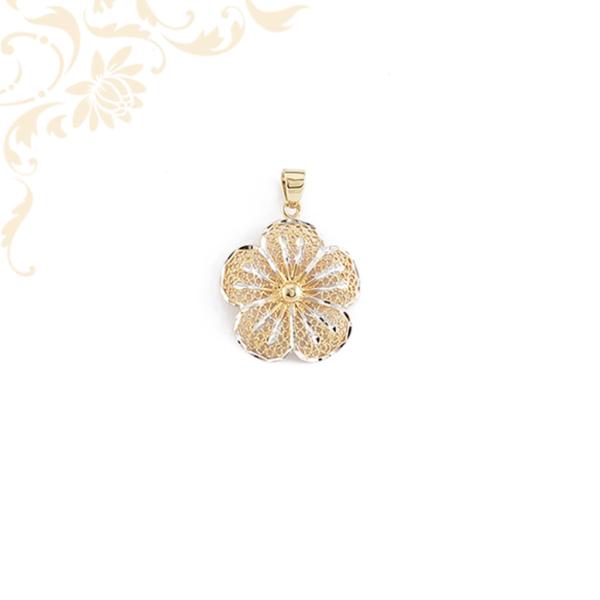 Virág formájú, áttört arany medál