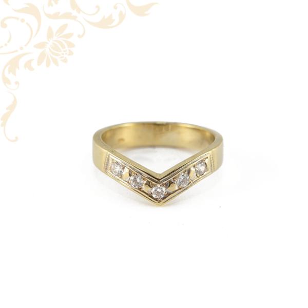 """""""Viktória"""" fazonú női köves arany gyűrű."""