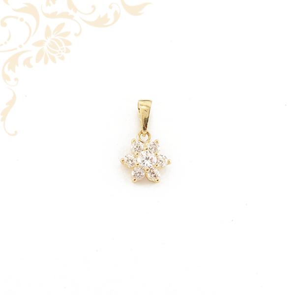 Virágot formájú, fehér színű cirkónia kövekkel díszített arany medál