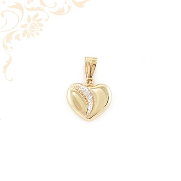 Szív formájú, üreges arany medál, gyémántvésett mintával, ródium bevonattal díszítve (3D).