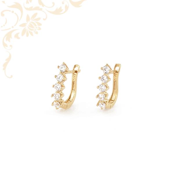 Fehér színű cirkónia kövekkel díszített arany fülbevaló.