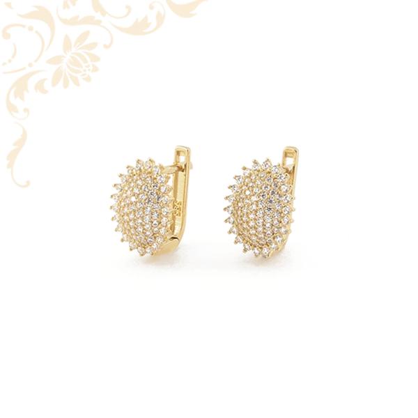 Sok apró, fehér színű cirkónia kövekkel díszített arany fülbevaló