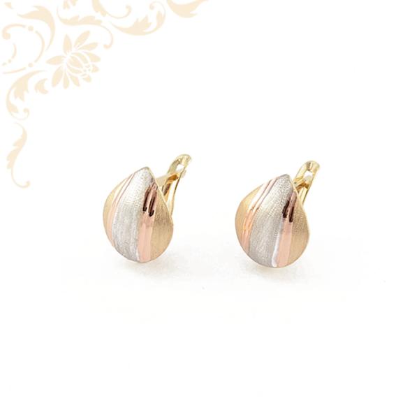 Csepp alakú, gyémántvésett mintával, rozé arany (vörös) és ródium bevonattal díszített arany fülbevaló