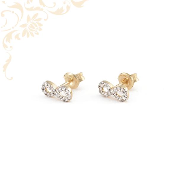 Infinity - végtelen jelet szimbolizáló, fehér színű cirkónia kövekkel ékesített, köves arany fülbevaló.