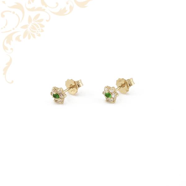 Virág formájú arany fülbevaló, szép zöld színű szintetikus kővel, fehér színű cirkónia kövekkel díszítve