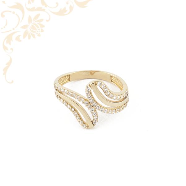 Nagyon elegáns és szép, női arany gyűrű, fehér színű cirkónia kövekkel díszítve.