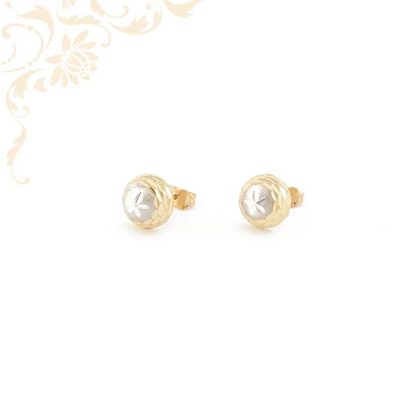 Gömb alakú, gyémántvésett mintával és ródium bevonattal díszített arany fülbevaló
