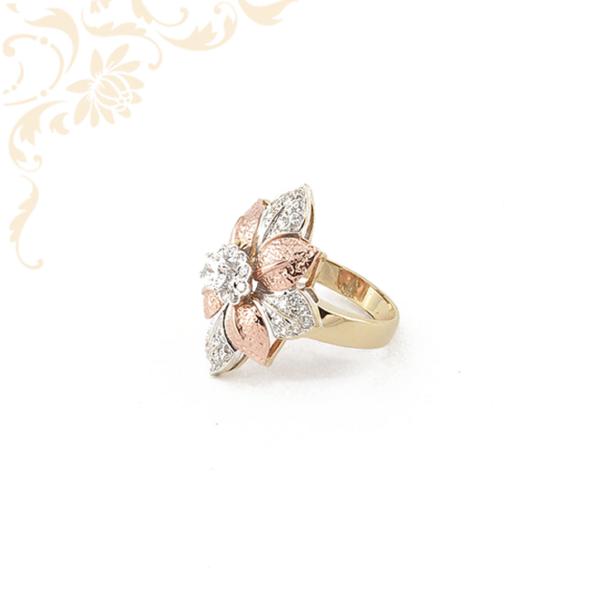 Exkluzív megnelenésű női köves arany gyűrű