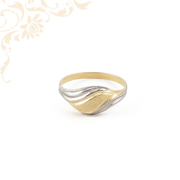 Kis súlyú női arany gyűrű.
