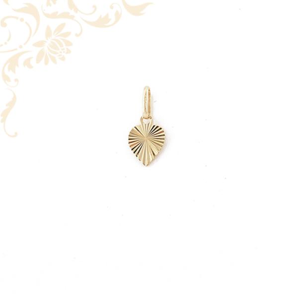 Gyémántvésett mintával díszített arany szív medál