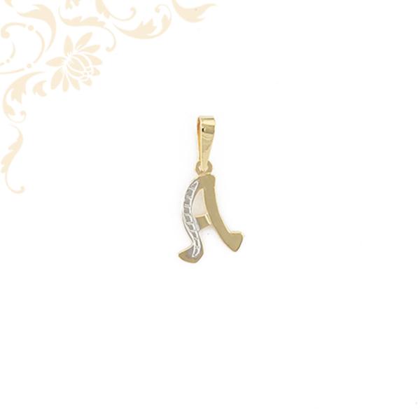 A betűt formázó arany lapmedál.